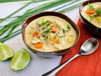 Canh gà kiểu Thái bổ dưỡng cay cay ấm nồng ngày mưa
