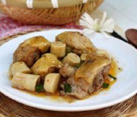 Thịt gà kho măng ngon đậm đà đúng vị