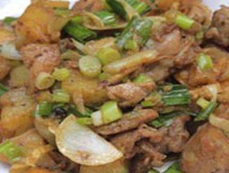 Thịt gà xào khoai tây bổ dưỡng ngon miễn chê