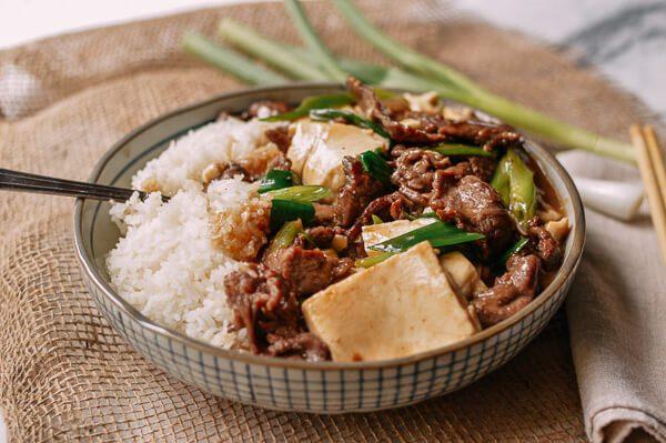Thưởng thức món thịt bò xào đậu non cùng cơm nóng