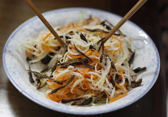 Trộn su hào cà rốt với hỗn hợp nước trộn
