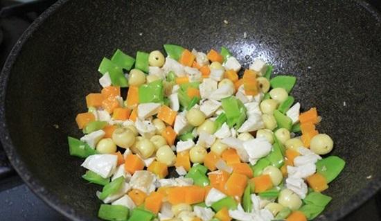 Phi thơm hành tỏi cho các loại củ vào xào chín