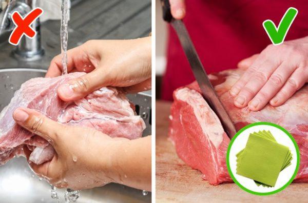 Không nên rửa thịt tươi với nước