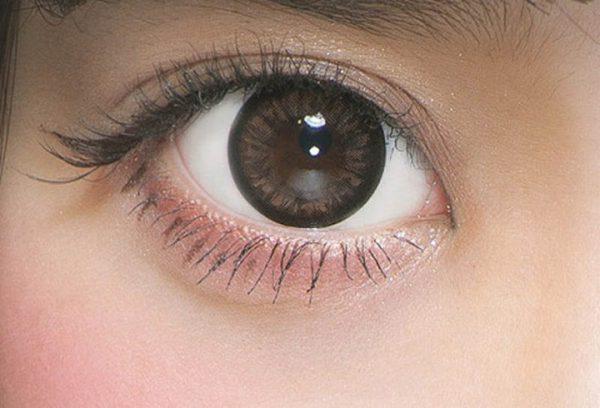 Người đang mắc bệnh về mắt